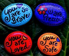 Painted Rock Ideas - Do you need rock painting ideas for spreading rocks around your neighborhood or the Kindness Rocks Project? Here's some inspiration with my best tips! Pebble Painting, Pebble Art, Stone Painting, Diy Painting, Stone Crafts, Rock Crafts, Arts And Crafts, Soul Stone, Stone Art