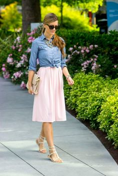 Light pink skirt, chambray shirt tied at the waist. Pink Skirt Outfits, Chambray Shirt Outfits, Pink Midi Skirt, Chambray Top, Denim Top, Modest Outfits, Classy Outfits, Modest Fashion, Spring Outfits