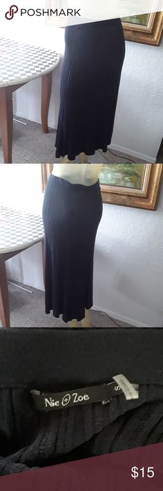 """Nie + Zoe knitted skirt sz S Beautiful knitted skirt, the color is navy, very difficult to show in the picture. Elastic waist and the lenght is 35"""". Nie + Zoe Skirts"""