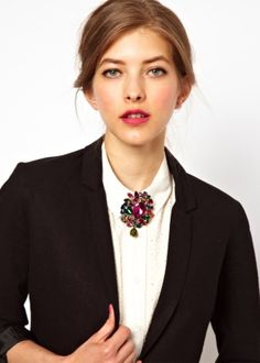 Women Collar Tips Stylish Fashion Chain Gem Stone Blouse Shirt Studs Pin Brooch Floral Fashion, Look Fashion, Timeless Fashion, Trendy Fashion, Fashion Tips, Trendy Style, Brooches Handmade, Vintage Brooches, Vintage Outfits