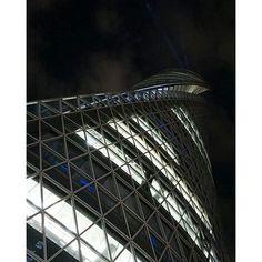 Instagram【dera_pop】さんの写真をピンしています。 《先日も載せたビル、名古屋スパイラルタワーズです。 昼と夜で全く表情が違います。  #japan #名古屋 #nagoya  #名古屋駅 #名駅 #ビル #building  #スパイラルタワーズ #名古屋モード学園 #モード学園 #高層ビル #towerbuilding #現代建築 #contemporaryarchitecture #近代建築 #modernarchitecture #夜景 #nightview  #ファインダー越しの私の世界 #a6000》