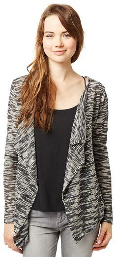 Langarm Jersey-Jacke für Frauen (mehrfarbig, langärmlig und vorne offen) aus Nap-Jersey, in grober Melange-Optik, mit Volants-Blende vorne, kleiner Metall-Coin auf der Rückseite kurz unter dem Kragen. Material: 50 % Polyester 50 % Baumwolle...