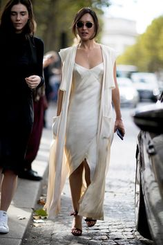 Paris - Best of Fashion Week - Paris Fashion Week Street Style Street Style Chic, Street Style Trends, Spring Street Style, Cool Street Fashion, Spring Style, Fashion Week, Look Fashion, Paris Fashion, Fashion Beauty
