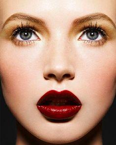 www.stash.com.br- Gold eyes, red lips.