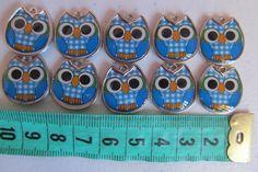 ENCONTRA AQUI: www.elo7.com.br/ohcilla  Pingente Coruja ideal para colocar em fechos de necessaires, bolsas, carteiras, ou usar bijuteria. <br>Cor Azul <br>tamanho 2cm <br>dupla face <br>Valor referente à unidade