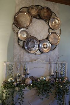 Top 10 Christmas Wreath Ideas - including this silver platter wreath!  eclecticallyvintage.com