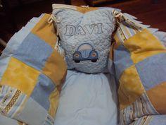 Protetor para moisés. Todo feito com almofadas ligadas com laços de fita!!! Projetos personalizados www.saldaterrapatchwork.blogspot.com  Face: Renata Deichsel renata.deichsel@gmail.com