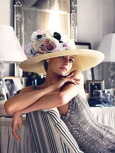 "Ralph Lauren Why can't everyone walk around wearing glamorous hats these days like in ""My Fair Lady""? Foto Fashion, High Fashion, Womens Fashion, Gothic Fashion, Fashion Models, Fashion Designers, Style Fashion, Estilo Glamour, Kentucky Derby Hats"