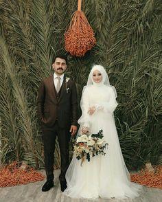 Wedding Hijab Styles, Wedding Dresses, Eminem, Hijab Fashion, Cute Couples, Bride, Pictures, Bride Dresses, Wedding Bride