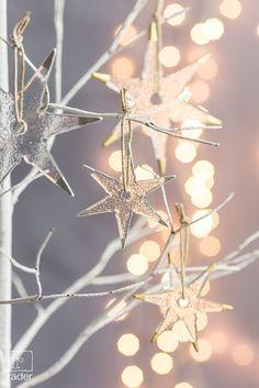 """Unsere Klassiker """"Stars & Stripes"""" bringen weihnachtliche Freude und silbernen oder goldenen Glanz ins Haus."""