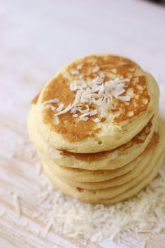 Try these delicious paleo coconut flour pancakes - made completely grain free & gluten free. Enjoy these tasty Paleo pancakes with some maple syrup! Baking With Coconut Flour, Coconut Flour Recipes, Coconut Milk, Breakfast Desayunos, Breakfast Recipes, Pancake Recipes, Egg Recipes, Candida Diet Breakfast, Pancake Flavors