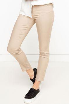 DeFacto Marka Rebeca Skinny Pantolon || Dar paça modeli ve rahat kalıbı fit bir görünüm sağlayan, bluz ve gömleklerinizle kolayca kombinleyebileceğiniz DeFacto bayan pantolon                        http://www.1001stil.com/urun/4794940/rebeca-skinny-pantolon.html?utm_campaign=DeFacto&utm_source=pinterest