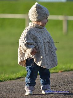 The Vanilla Cloud Poncho and Hat is warm and cozy set for your little one. These unisex poncho and hat are fancy to knit and really comfortable to wear. Blue Sky Fibers, Baby Scarf, Universal Yarn, Arm Knitting, Knitting Needles, Kids Knitting, Christmas Knitting Patterns, Thick Yarn, Moss Stitch