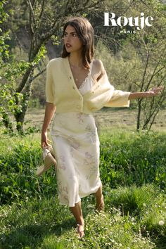 Parisian Chic Style, Feminine Style, Foto Instagram, Mode Inspiration, French Fashion, Pulls, Women's Fashion Dresses, Pretty Outfits, Spring Summer Fashion