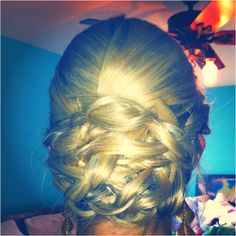 Prom hair idea for those who want their hair up