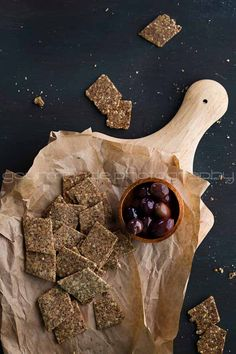 Homemade flax and hemp seed crackers | grain free & gluten-free from Gourmande in the Kitchen