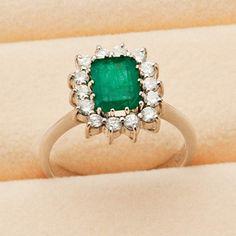 Eleganter Smaragd-Brillant-Ring Deutsch 1980er Jahre. WG 18 Kt. Gehöhte, durchbrochen gearbeitete