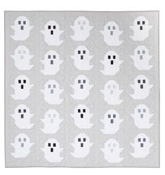 9 fun and cute Halloween quilt patterns. Lots of fun ideas for Halloween sewing projects and quilts to make for Fall & Halloween Halloween Quilt Patterns, Cat Quilt Patterns, Halloween Sewing Projects, Sewing Patterns, Halloween Crafts, Holiday Quilt Patterns, Halloween Tricks, Halloween Photos, Block Patterns