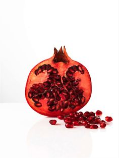 'Favorites' in Linda Magazine NL Photography by Frank Brandwijk I 'Pomegranate' 'Red Fruit' 'Health Food' Fast Moving Consumer Goods, Fruit Shoot, Fruit Photography, Eat Fruit, Fruits And Vegetables, Farmers Market, Pomegranate, Still Life, Avocado