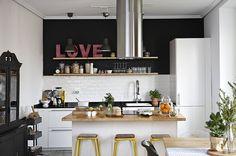 Investeren in je keuken kan groot en klein   IKEA IKEAnl IKEAnederland inspiratie wooninspiratie interieur wooninterieur keuken kookeiland koken werkblad FROSTKALL koelkast ijskast diepvries diepvrieskast METOD keukensysteem