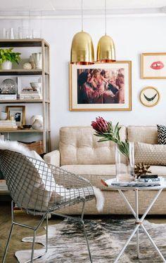美國時尚好站Apartment 34的辦公室裡,將這些物件美麗的擺放在架上,現代的沙發區可以放鬆! (via Bloglovin.com )