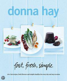 Fast, fresh, simple - Donna Hay (2013). Deel 1 Fast geeft je recepten die snel op tafel staan. Deel 2 fresh geeft je recepten van klassiekers, zonder dat je uren in de keuken hoeft te staan. Deel 3 simple geeft je makkelijke recepten voor doordeweekse dagen. Donna Hay is een Australische kookboekenschrijfster die al vele bestsellers op haar naam heeft staan. Er staan 160 recepten in dit boek waarvan veel vegetarisch zijn, maar het is geen vegetarisch kookboek. Ook staan er mooie foto's in.