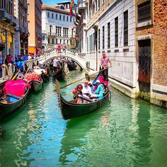 Venice really is the most beautiful city in the world  #venice #veniceitaly #venicecanals  #italy #gondola #gondolier #europa #travel