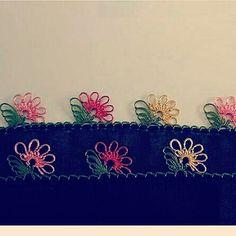 #igneoyasi #igneoyasisevenler #iğne #iplik #ceyiz #gelinceyizi #elişi #elemeği #yazmamodeli #yazma #yazmakenarı #tülbent… Needle Lace, Crewel Embroidery, Bargello, Baby Knitting Patterns, Tatting, Diy And Crafts, Crochet, Model, Jewelry