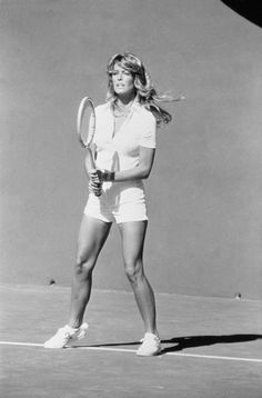 American actress Farrah Fawcett plays tennis in an episode of the television program 'Charlie's Angels,' mid Get premium, high resolution news photos at Getty Images Corpus Christi, Kate Moss, Santa Monica, Heroin Chic, Farrah Fawcett, Age Of Aquarius, Jane Fonda, Ideal Body, Perfect Body