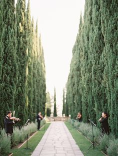 Gorgeous estate venue: http://www.stylemepretty.com/california-weddings/beverly-hills/2016/03/18/elegant-mansion-wedding-in-beverly-hills/ | Photography: http://carmensantorellistudio.com/