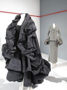 "Dressing for Yohji Yamamoto at the V&A ""Fashion In Motion"" catwalk Japanese Street Fashion, Tokyo Fashion, Fashion Art, Runway Fashion, Fashion Design, Safari Jacket, Running Fashion, Fashion Portfolio, The V&a"