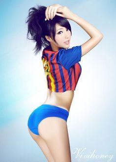 I jak tu nie być fanem FC Barcelony • Piękna fanka FC Barcelony - już się zakochałem a ty? • Piękne kobiety w piłce nożnej • Zobacz >> #beauty #barca #barcelona #fcbarcelona #women #football #soccer #sports #sport #pilkanozna #futbol