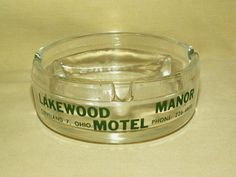 LAKEWOOD MANOR ASHTRAY MOTEL CLEVELAND 7 OHIO GLASS DIVIDED VINTAGE ROUND GREEN