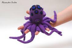 "304 Beğenme, 10 Yorum - Instagram'da Александра Simba (@alexandra_simba_red): ""Коварный дОКТОр Тентус. #амигуруми #осьминог #игрушкакрючком #вяжутнетолькобабушки #вязание…"" Toddler Toys, Baby Toys, Kids Toys, Plushies, Crochet Toys, Anniversary Gifts, Gifts For Kids, Halloween Decorations, Birthday Gifts"