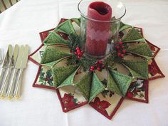Fold n Stitch Wreath by Poorhouse quilts available at Stinas quilt shop (online)--TIP-- Use foam so much easier to turn and I use a Schmetz sharp microtex needle to sew an applique on with. Christmas Sewing, Christmas Projects, Holiday Crafts, Christmas Wreaths, Christmas Decorations, Christmas Ornaments, Christmas Quilting, Merry Christmas, Easy Quilts