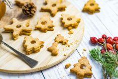 A karácsonyi ételekért nem csak az ízük miatt rajongunk szerintem, hanem ahozzájuk kapcsolódó emlékek, élmények miatt. Ezeket nem fogyasztjuk egy átlagoshétköznap, sőt, előfordul, hogy egy-egy személyhez kötődik a készítése. Nekemilyen emlékcsalogató a baracklekváros linzer, amit nagymamám sütött… Biscotti, Wander, Cookies, Desserts, Food, Crack Crackers, Tailgate Desserts, Deserts, Biscuits