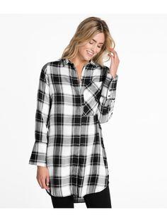 CasualDługa koszula w kratę, z dłuższymi mankietami i dużą kieszenią na piersi. – Długi krój– Ukryte zapięcie– Dłuższy tył– Długość: 88 cm (rozmiar S)