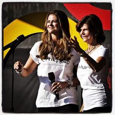 Princess Madeleine of Sweden (L) and Queen Silvia of Sweden speak onstage at the 2014 Global Citizen Festival to end extreme poverty by 2030 in Central Park on 27.09.2014 in New York City