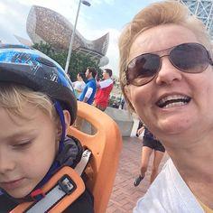 Passeando de bicicleta motorizada na praia com meu neto!