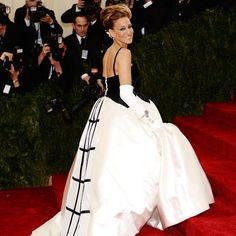 SJP turns it out, yet again! 2014 Met Gala Red Carpet