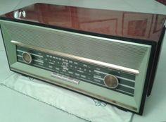 La radio di mia zia Liliana, una PHONOLA modello Mercury RV 6338 dei primi anni '60. Onde Medie, Modulazione di Frequenza e il canale audio della Televesione, ovviamente i soli canali in VHF ovvero RAI 1.