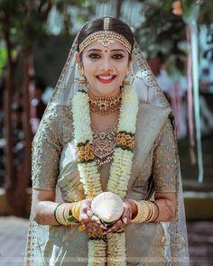 Bridal Sarees South Indian, Bridal Silk Saree, Indian Bridal Outfits, Indian Bridal Fashion, South Indian Bride, Saree Wedding, Telugu Wedding, Indian Sarees, Stylish Sarees