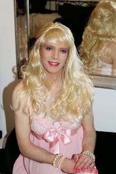 Cross-dresser Nicola at Dress Me Up the perfect cross-dressing service for all cross-dressers of the world.