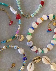 statement pieces to give a pop of colour to your outfits! Big Jewelry, Beaded Jewelry, Jewelery, Jewelry Accessories, Handmade Jewelry, Jewelry Design, Jewelry Making, Beaded Bracelets, Bijou Brigitte