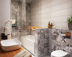Kleines Badezimmer mit Patchwork-Fliesen in Grau