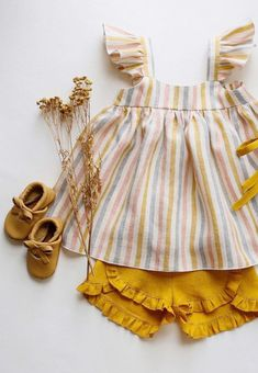 Vestido para niñas Handmade Heirlooms at Dannie and Lilou Baby Outfits, Kids Outfits Girls, Baby Girl Dresses, Baby Dress, Baby Girl Fashion, Kids Fashion, Bohemian Girls, Baby Kind, Kind Mode