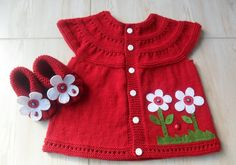 Season ' s trendiest Baby Cardigan Vest tricô modelos Baby Knitting Patterns, Knitting For Kids, Baby Patterns, Baby Cardigan, Baby Pullover, Baby Outfits, Kids Outfits, Lace Bolero Jacket, Knitted Baby Clothes