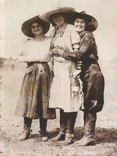 3 Antique Vintage Western Rodeo Pendleton Round Up Cowgirls Photo Canvas Art Images Vintage, Vintage Pictures, Old Pictures, Old Photos, Antique Photos, Vintage Photographs, Belle Epoque, Cowgirls, Westerns