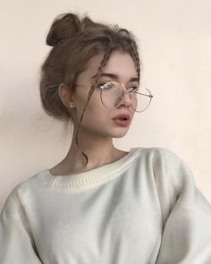 Glasses are the most popular fashion accessories this year. - Page 32 of 42 Glasses are the most popular fashion accessories this year. - Page 32 of 42 - zzzzllee Aesthetic Makeup, Aesthetic Photo, Aesthetic Girl, Aesthetic Drawing, Cute Glasses, Girls With Glasses, Girl Glasses, Tumbrl Girls, Cat Eye Colors