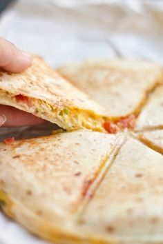 This Spicy Tuna Melt Quesadilla puts an amazingly delicious twist on the original tuna melt. Avocado Quesadilla, Cheese Quesadilla Recipe, Quesadilla Recipes, Quesadillas, Tuna Casserole Recipes, Tuna Recipes, Mexican Food Recipes, Cooking Recipes, Mexican Meals